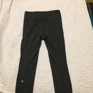 LuluLemon Olive Cropped Leggings